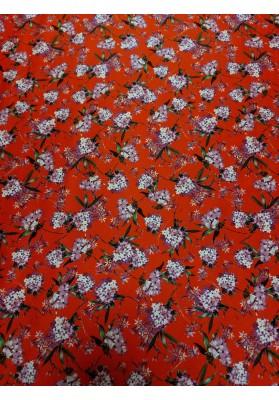 Satyna jedwabna gęste kwiaty na czerwieni - 1