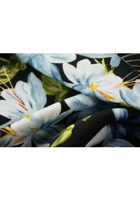 Cupro magnolie na czarnym tle - 2