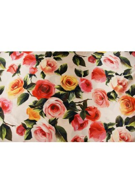 Satyna jedwabna z elastanem róże na jasno różowym tle - 0