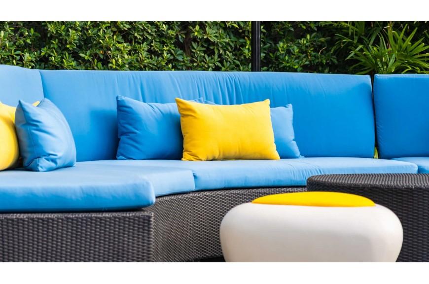 Trwałe materiały na poduszki mebli ogrodowych